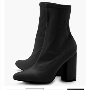 Bohoo sock boots size 🚨